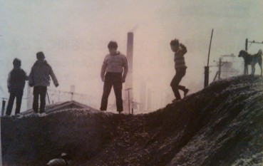 Kawasaki Children on gravel - Kazuaki Nakata 中田 和昭