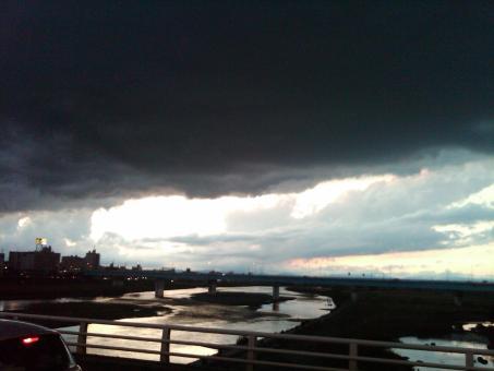 The gathering gloom - Tama River at dusk