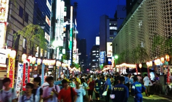 Hot night in Shimbashi 1 crowds