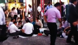 Hot night in Shimbashi 1 old people eating