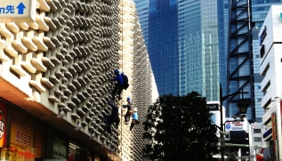 27. Shinbashi window washers