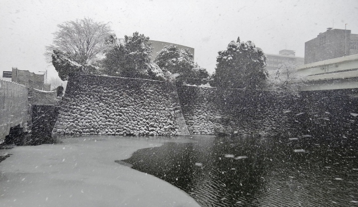 14 - Imperial Palace outer wall snow Tokyo