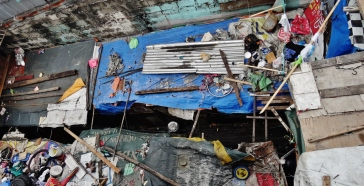 2. Manila poverty bridge shacks above
