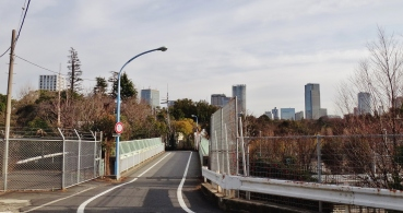 Shinanomachi tunnel overpass road