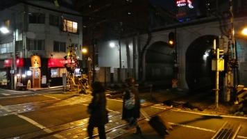 Shinsen Station women crossing tracks