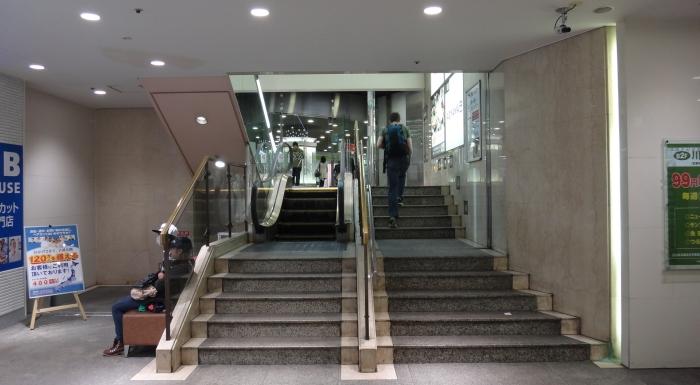 Kawasaki shortest escalator