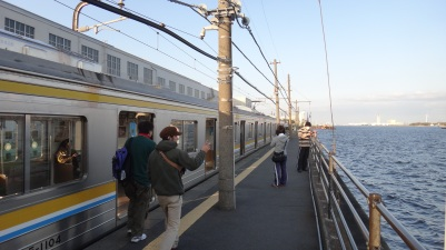 Umishibaura station train watchers