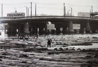 相生橋 Aioi Bridge lumberyard, 1965 (source: http://kccob.web.fc2.com/200911UchiyamaMonthly.htm)