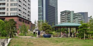 Meguro Sky Garden people umbrellas