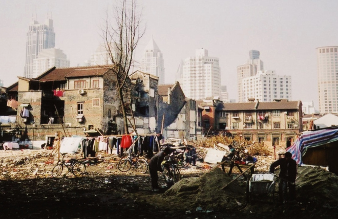 Shanghai 2003 vacant lot laundry