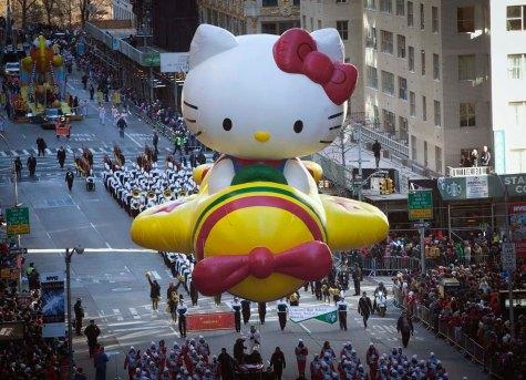 Source: lapatilla com/site/2013/11/28/estadounidenses-y-munecos-desafian-el-frio-en-desfile-de-accion-de-gracias-fotos/