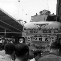 Hiroshima swallow train 1962 ad balloon