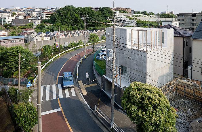 Source: http://www.iwan.com/photo_Sou_Fujimoto_House_OM_Yokohama.php