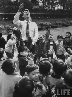 Robert Kennedy in Japan school children