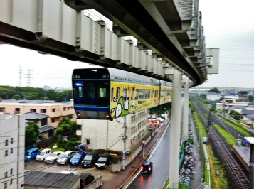 Chiba Urban Monorail leaving station height
