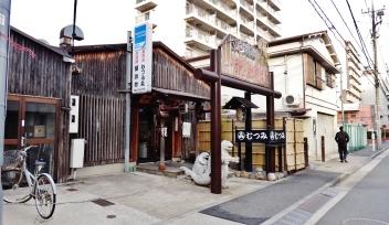 shinagawa-restaurant-godzilla-statues-tokyo