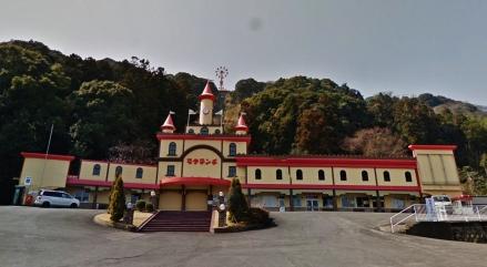 Beppu Rakutenchi amusement park funicular entrance