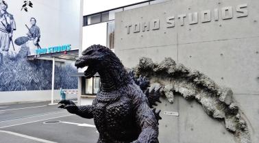 toho-studios-godzilla-statue
