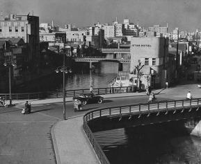 Miyoshibashi three-way bridge Tsukiji river Tokyo STAR HOTEL